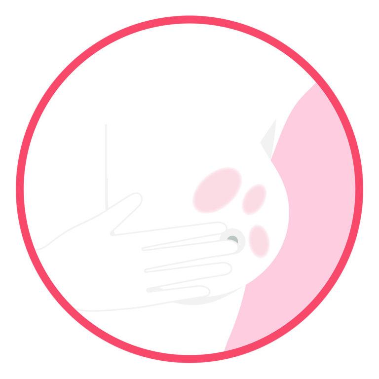 Untersuchen Sie die Brust im Spiegel nach Knötchen, Rötungen, Hautveränderungen und Veränderungen der Brustwarze